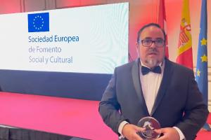 Rodolfo de PsicoAbreu recibe el premio a la excelencia sanitaria